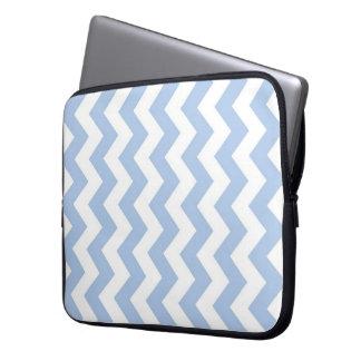 Zigzag azul claro y blanco fundas portátiles