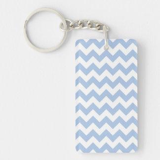 Zigzag azul claro y blanco llavero rectangular acrílico a doble cara
