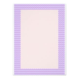 Zigzag violeta, fondo rosado invitación 16,5 x 22,2 cm